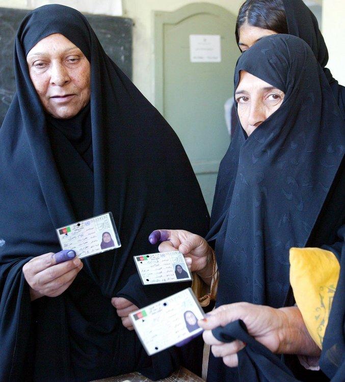 镜头直击 爆炸声中的阿富汗大选